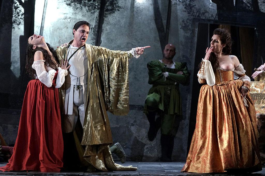 Piero Pretti, Izaskun Valmaseda y Marta Romero. «Rigoletto»