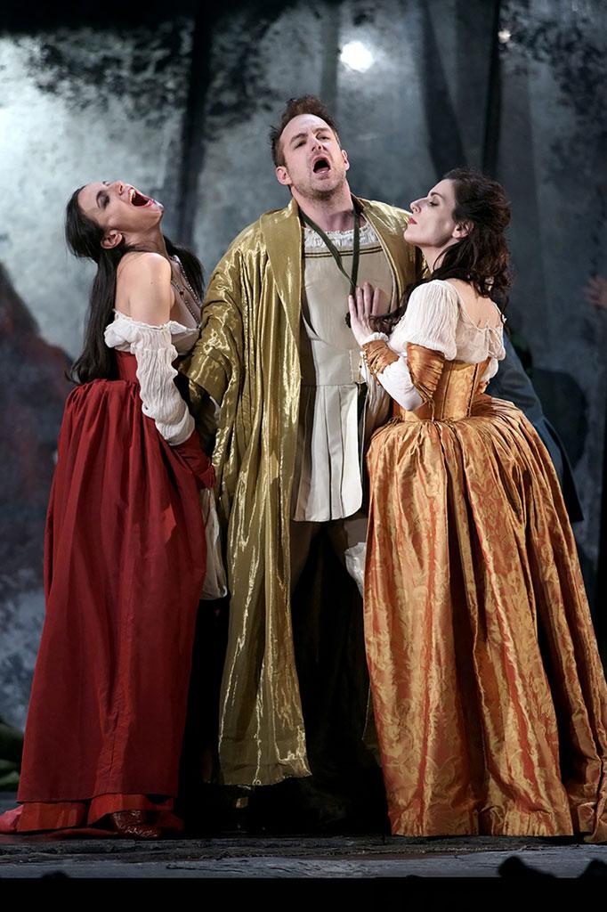 Stephen Costello, Izaskun Valmaseda y Marta Romero. «Rigoletto»